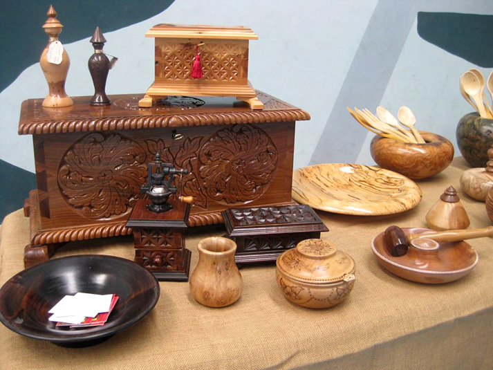 Piezas de madera de la artesana Mª Teresa Lorences (Imagen: Artesanía de Asturias)