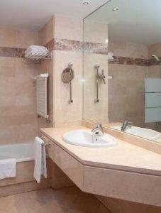 baño-estudio-campus-aparthotel-oviedo_